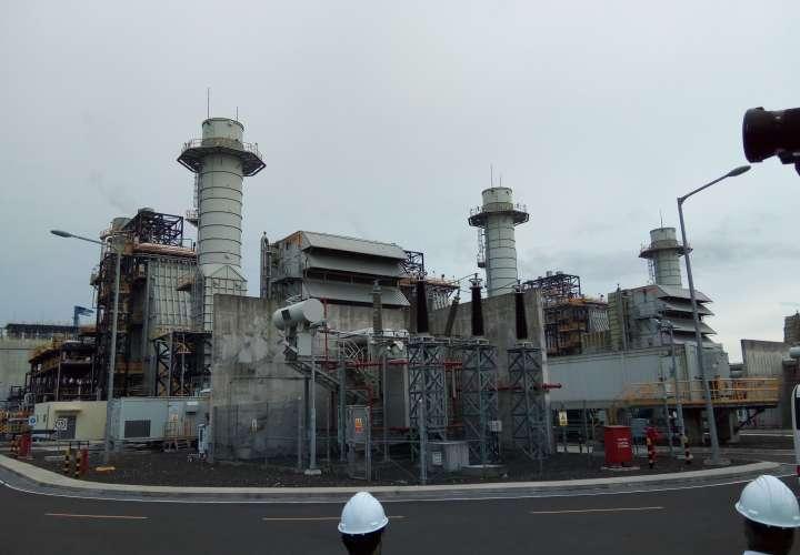 AES Panamá inaugura tanque de almacenamiento de gas natural licuado