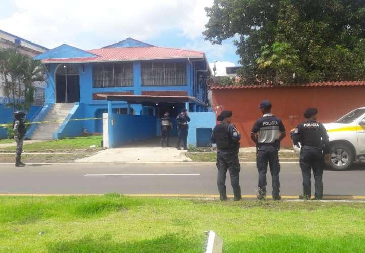 Delincuente golpea a funcionaria para hurtar en oficina de IMELCF
