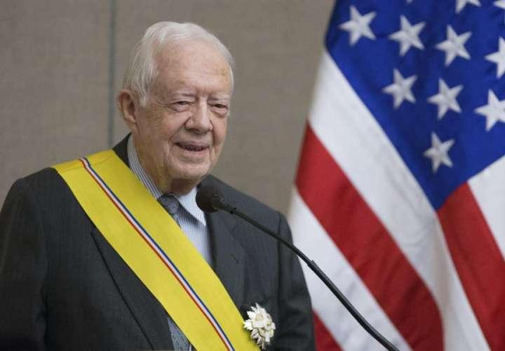 El expresidente de EE.UU. Jimmy Carter se fractura la pelvis al caerse en casa