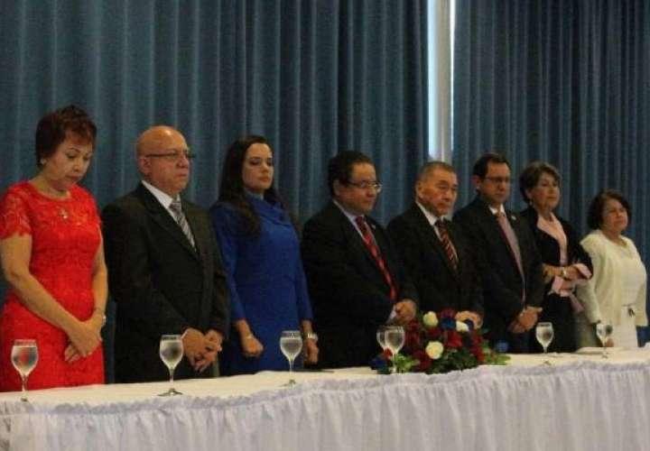 """Universidades particulares denuncian a rector de la """"U""""; lo llaman desinformador"""