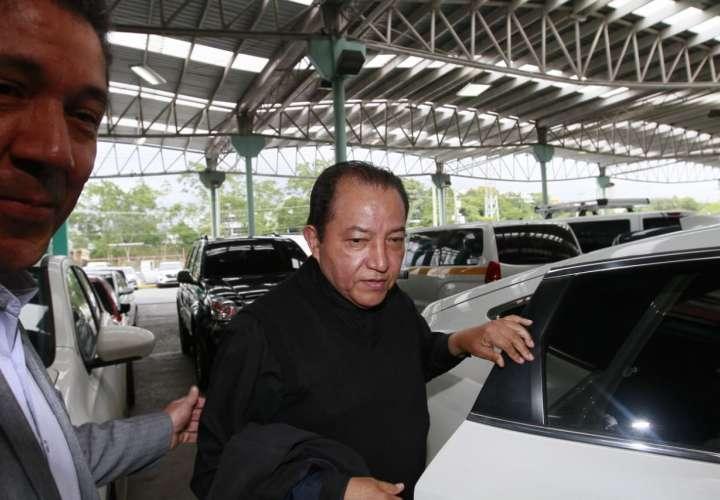 Cosca sigue suspendido en labores de sacerdocio, dice Monseñor Ulloa