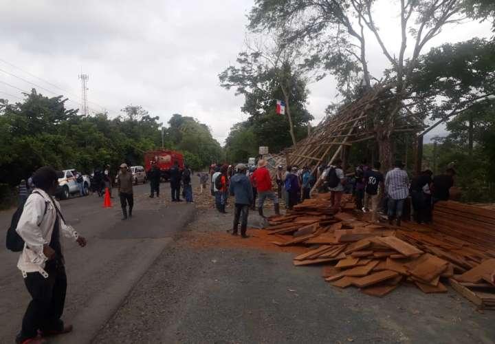 Desalojan colonos ubicados en el Río Pedro del sector El Lago y Wacuco