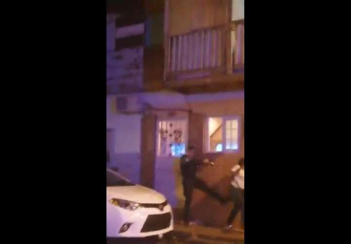 Cuerean a 'Dunde' durante incidente entre policías y residentes de Pedro Obarrio