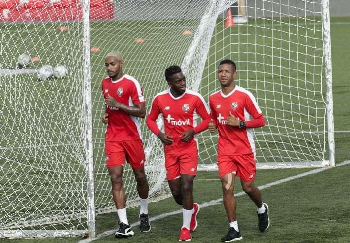 Azmahar Ariano, José Luis Rodríguez y Gabriel Torres durante el entreno de hoy./ Foto AP