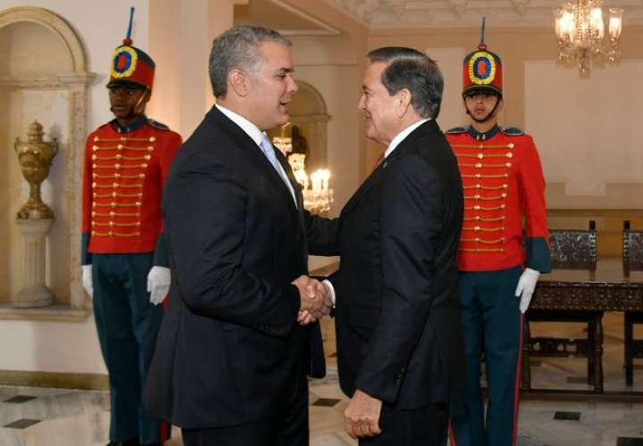 Duque recibe con honores al presidente de Panamá en visita oficial