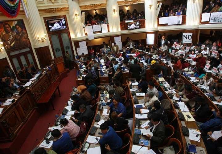 Oficialismo elige presidente del Congreso boliviano en ausencia de la oposición