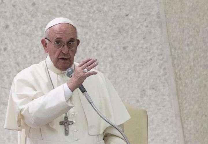 El papa compara con Hitler a políticos que atacan a gais, judíos o gitanos