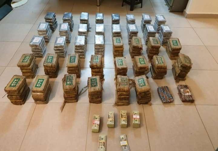 """Operación """"México"""" logra decomiso de 192 paquetes de droga y más de $52 mil"""