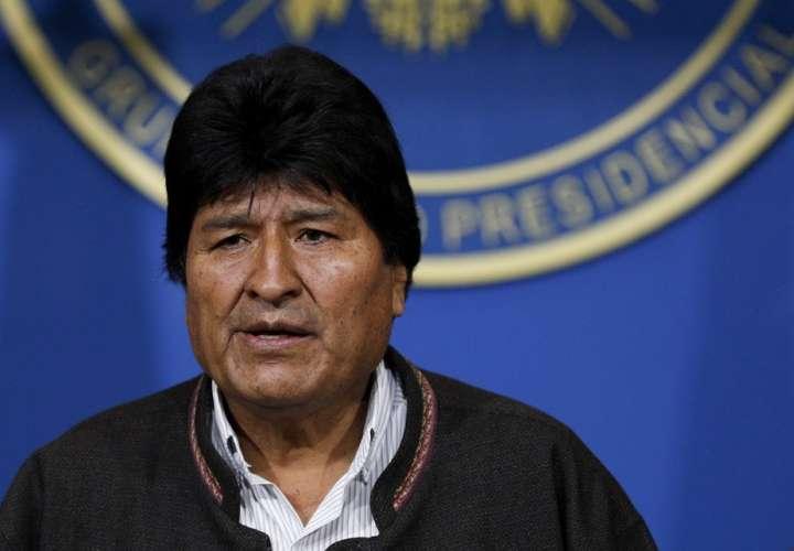 Morales señala que única salida a crisis en Bolivia es una reunión nacional