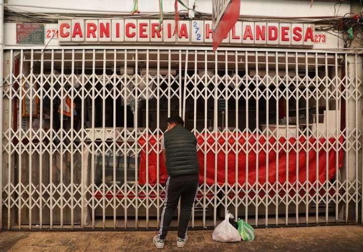 La Paz intenta abastecerse de alimentos y de combustibles que escasean