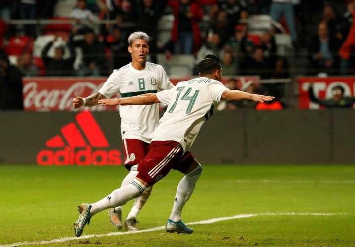 El mexicano Uriel Antuna (d) celebra luego de anotar un gol. /EFE