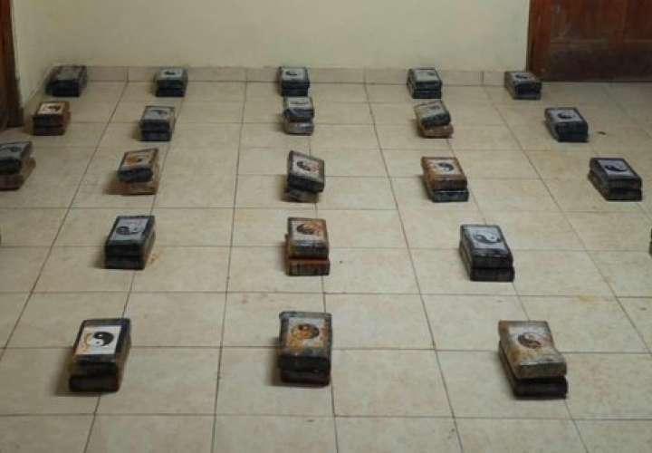 Confiscan 46 paquetes de droga en un tanque plástico en Guna Yala [Video]