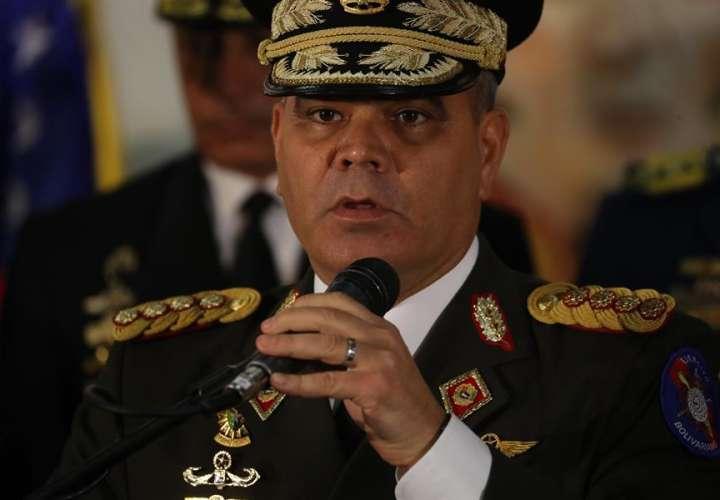 """Ministro de Defensa de Venezuela pide el """"cese de las balas"""" en Latinoamérica"""