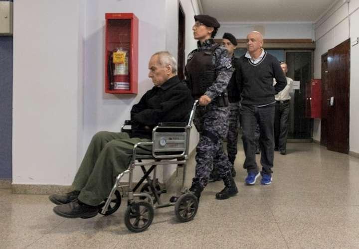 Condenan a 45 años de prisión a dos curas por abuso sexual de niños sordos