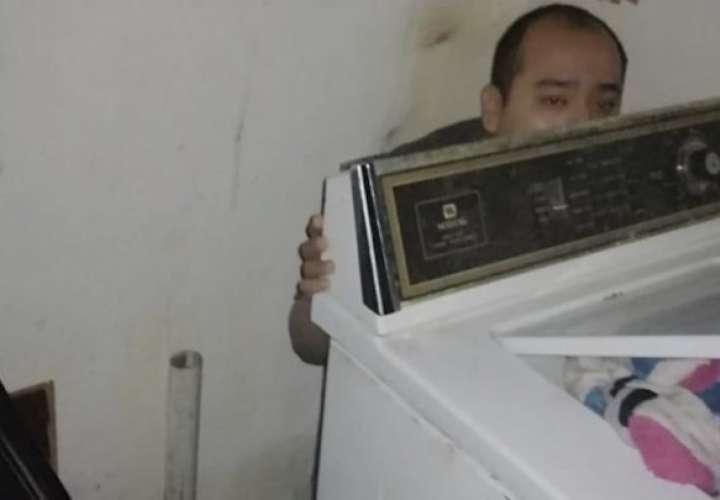 Hombre se esconde detrás de una lavadora fingiendo su secuestro