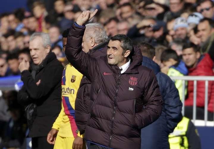 Ernesto Valverde tiene clara la permanente exigencia que rodea al club catalán. Foto:AP