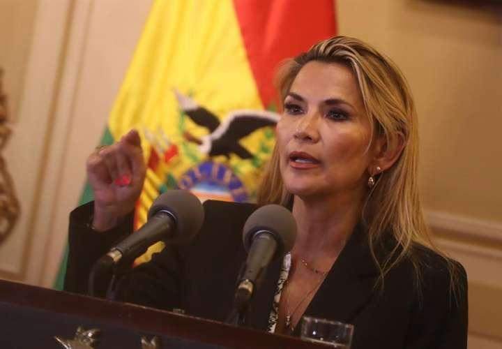 Presidenta interina de Bolivia podría convocar elecciones en las próximas horas