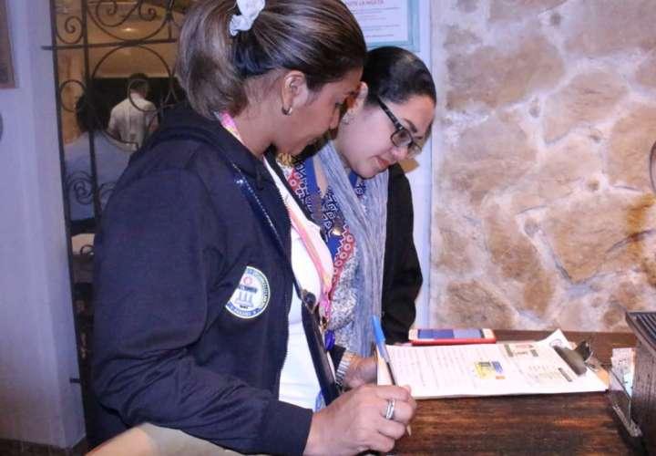 Detectan extranjeros laborando sin permisos en bares y restaurantes de Chiriquí