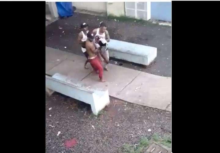 Dos muertos y una niña herida por balacera en Colón (Videos)