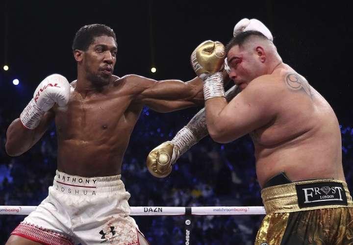 Dos jueces vieron ganador al británico por 118-110 y otro por 119-109. . Foto: AP