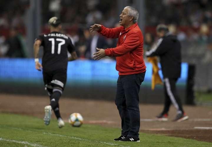 Américo Rubén Gallego, técnico de Panamá. Foto: AP