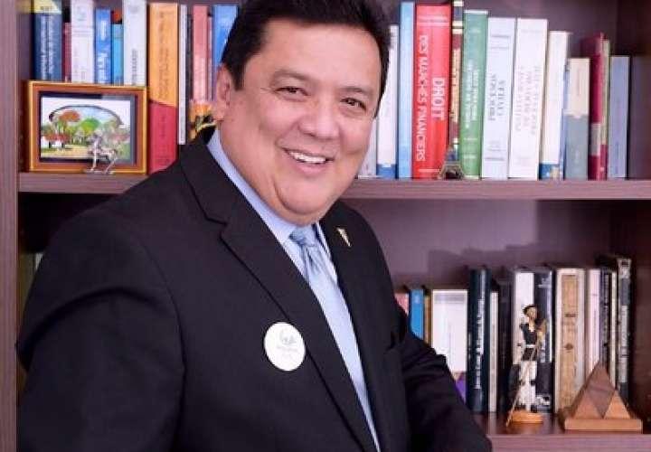Eduardo Ulloa es designado como nuevo procurador