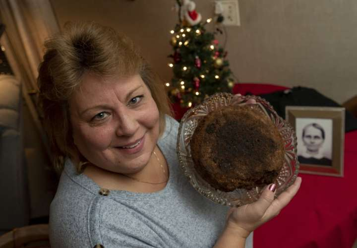 Familia de Michigan conserva un pastel de frutas de 141 años