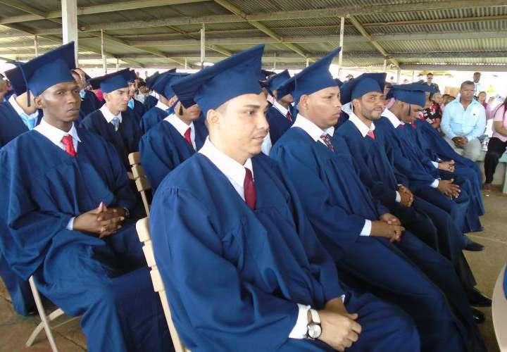 Más de 800 privados de libertad se graduaron en 2019