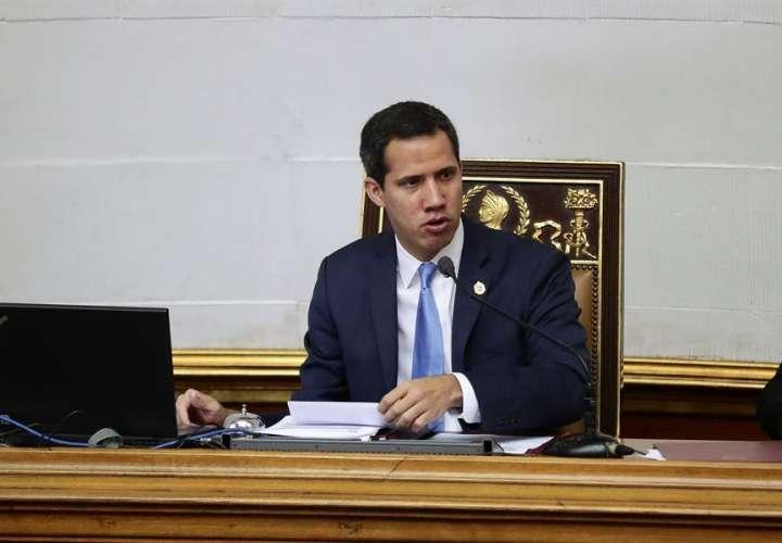 Asamblea de Venezuela acusa a Maduro de obstaculizar reelección de Guaidó