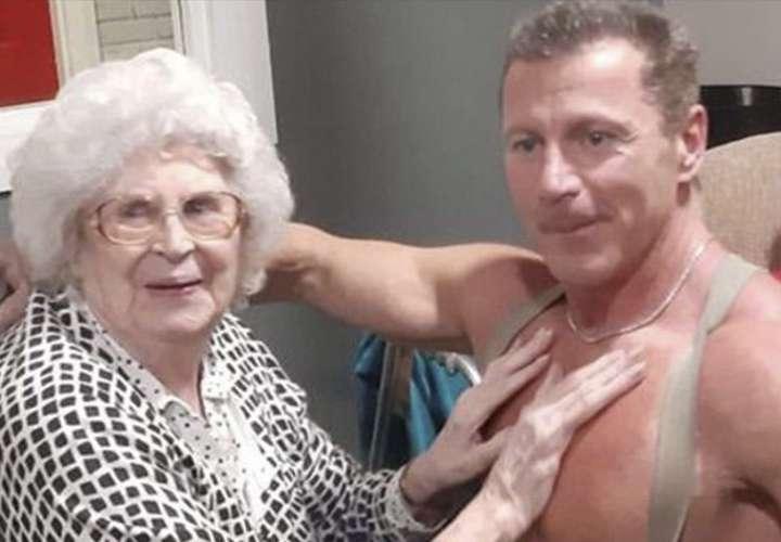 Una abuelita de 89 años pidió un stripper como regalo de Navidad