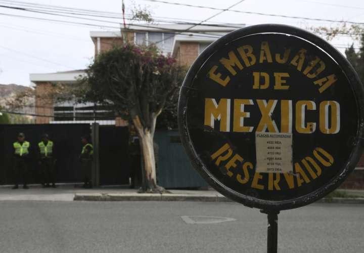 Bolivia pide salida de diplomáticos de España y México