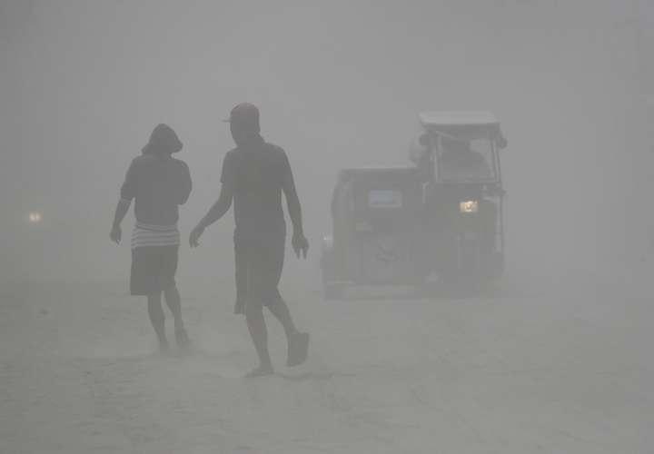 Más de 30.000 evacuados por erupción volcánica en Filipinas
