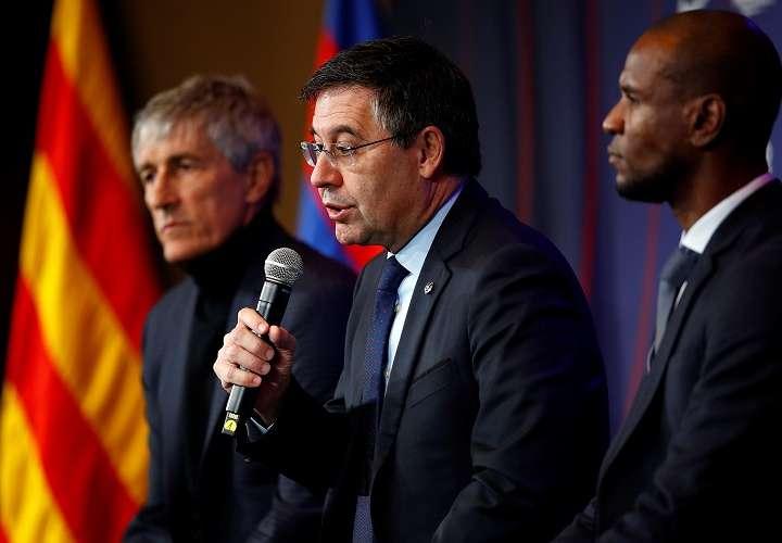 El presidente del FC Barcelona, Josep María Bartomeu (c). Foto: EFE