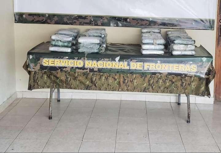 Caen dos colombianos con 49 paquetes de droga en Guna Yala