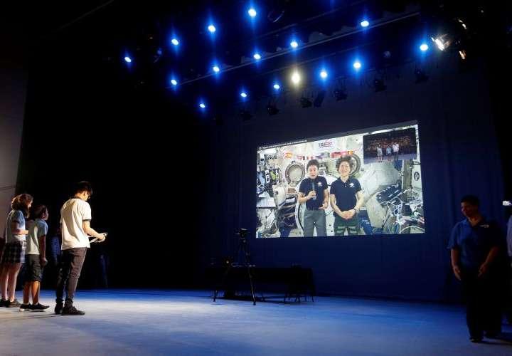 Estudiantes panameños hablan en directo con astronautas en la EEI