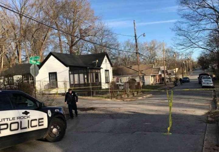 Arkansas: 2 muertos, niño herido en tiroteo en una casa