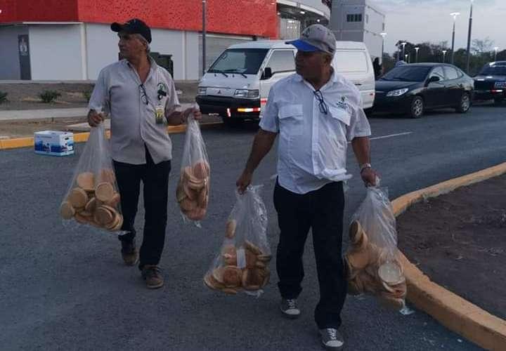 Decomisan panes en mal estado en estadio de Las Tablas