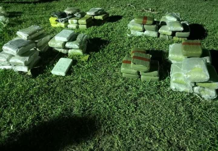 Paran lancha con 69 paquetes de droga en Punta Caracoles, Darién