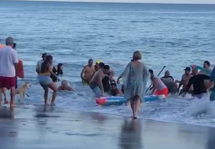 Abuela muere ahogada salvando a sus nietas en Coronado (Video)
