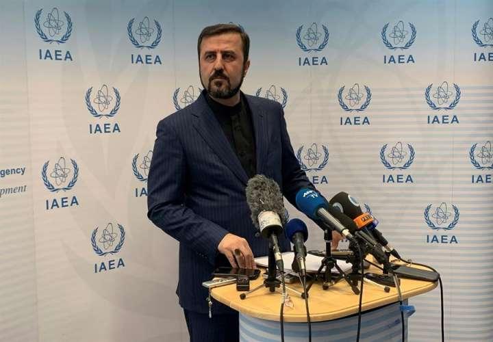 La OIEA presiona a Irán por su pasado, mientras Teherán produce más uranio