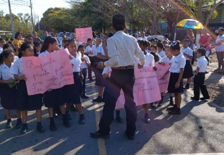 Centros educativos reclaman nombramiento de docentes y falta de mobiliario