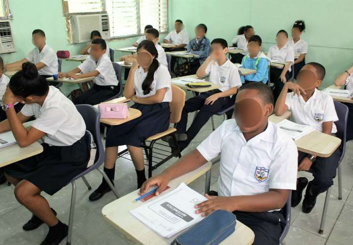 Estudiantes deberán usar mascarillas y aplicar otras normas higiénicas