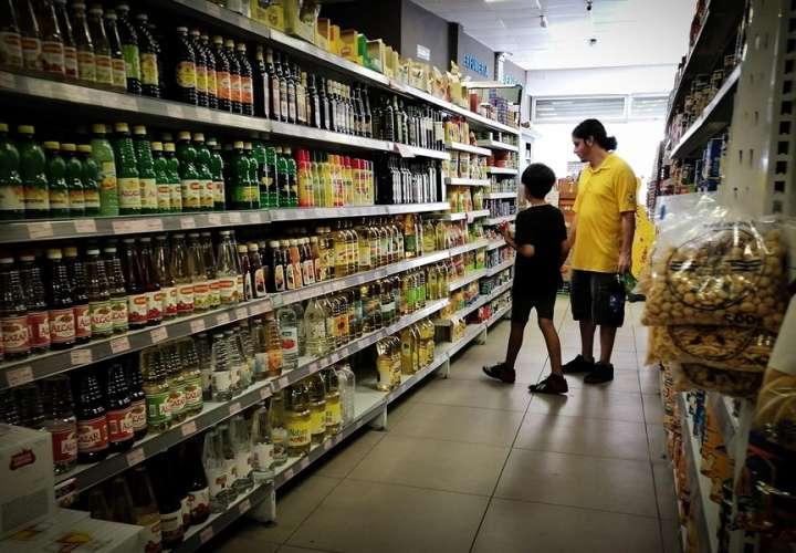 Inflación en Argentina logra en febrero su registro más bajo en dos años