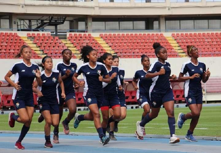 Entrenamientos en días pasados del equipo en el estadio Rommel Fernández.