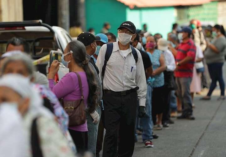 Panamá alcanza los 2,100 casos positivos de COVID-19 con 55  muertes