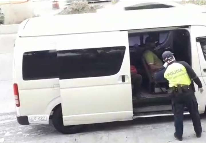Policía vigila que buses cumplan con cantidad de pasajeros [Video]