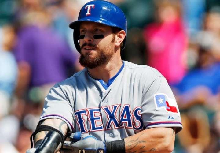 Josh Hamilton jugó como jardinero con los Rangers de Texas.