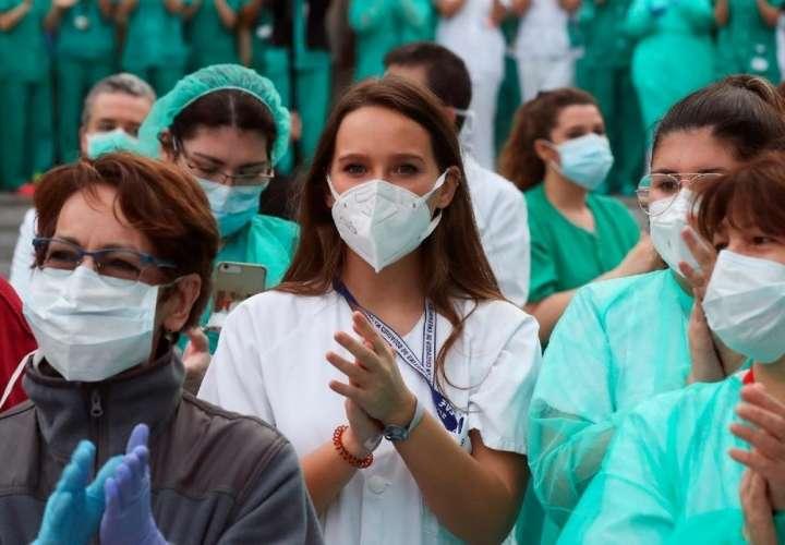 España reporta caída en fallecidos diarios por coronavirus