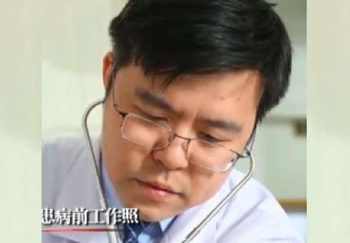 Fallece uno de los médicos chinos cuya piel se oscureció tras superar Covid-19