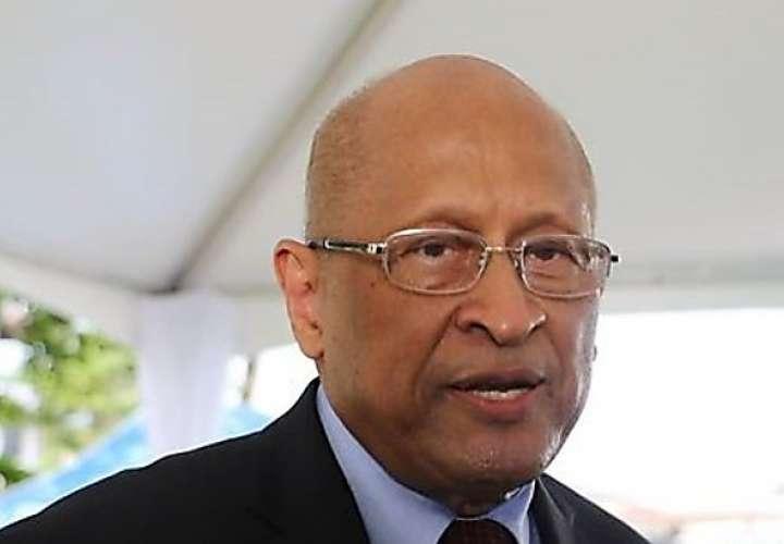 Desmienten renuncia del ministro de Economía, Héctor Alexander
